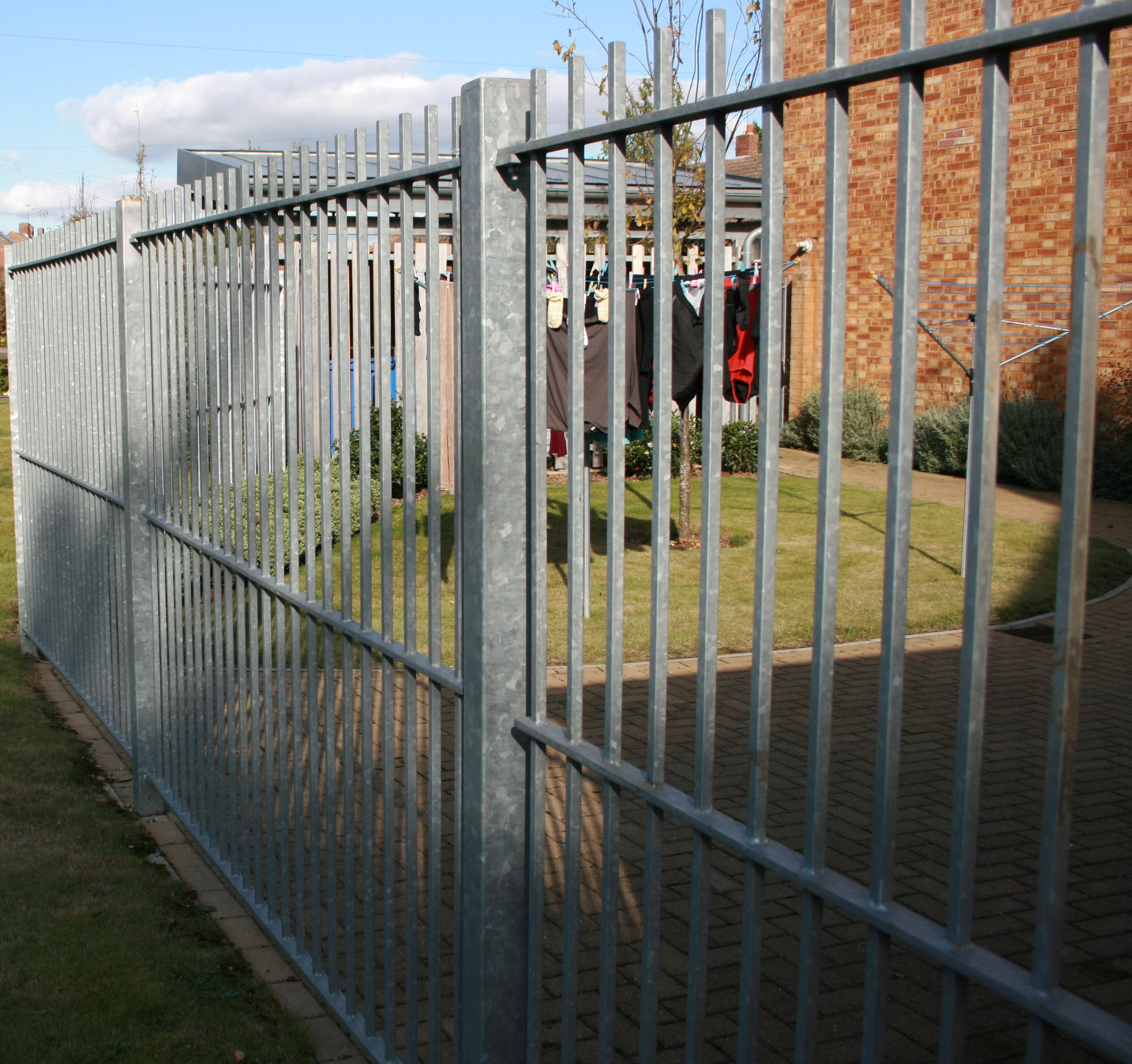 Metal Fences | The Norlap Fencing company in Hertford  Tel